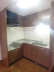 クレールメゾン関町 2LDK/1階のその他画像 L字型の広々キッチン♪ ※別室参考写真