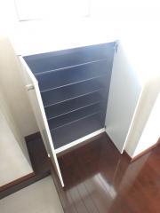 ティンバーコート松本 1LDK/3階の玄関 ◆シューズボックスも付いてます◆