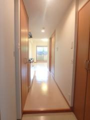 ジュピターレガーロ光が丘 1R/1階の玄関 玄関から長広く廊下伸びてます。