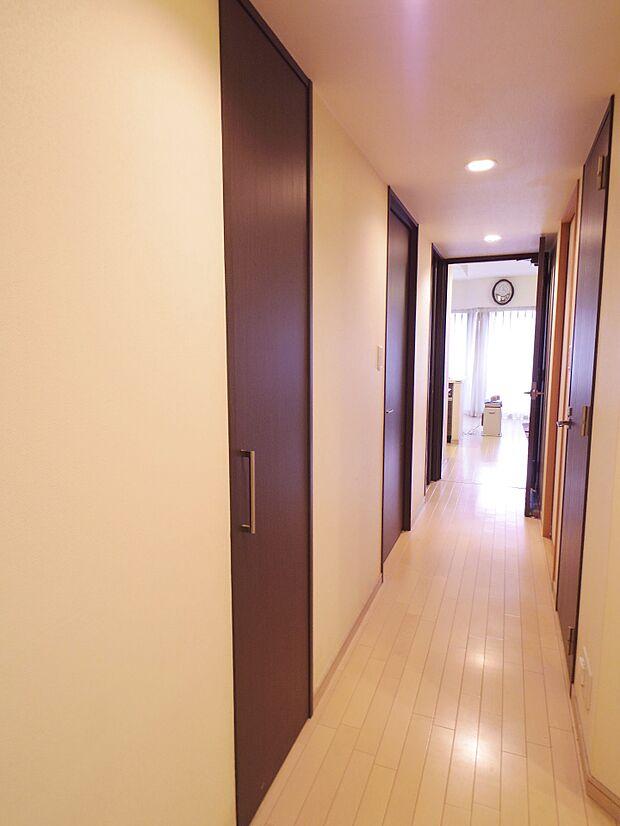 壁面収納、廊下