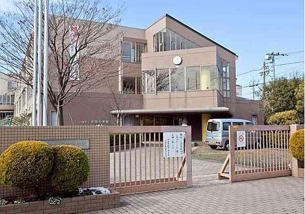 川崎市立井田中学校まで1318m。知・徳・体の調和のとれた人間性豊かな、しなやかで たくましい人を育成する。