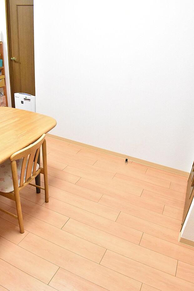 リビングの一部です。広々としていて大きな机を置いても窮屈感がありません。ご家族皆さんの憩いの場になりますね。