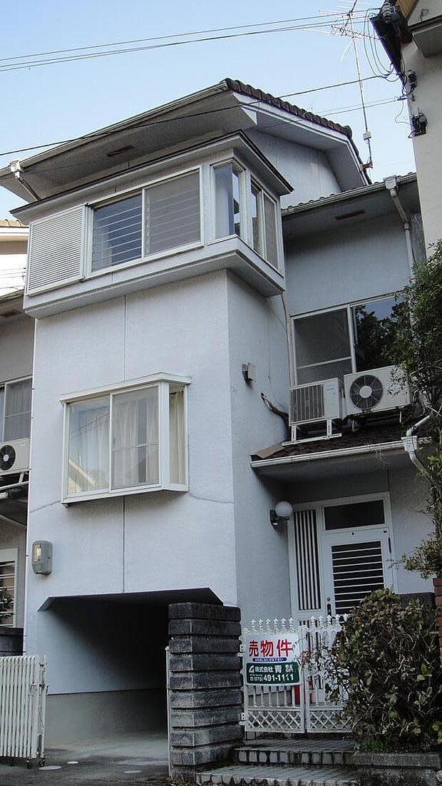 京産大の北側 四季折々 自然が楽しめる家です。