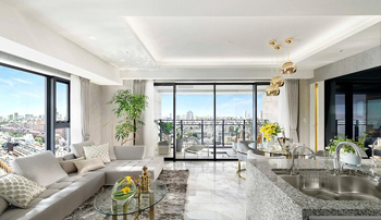 Living Dining Room(Gタイプモデルルームプラン) ※現地16階相当からの眺望(2019年9月撮影)を合成したもので実際とは異なります